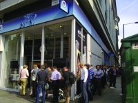 People start queuing outside the O2 store