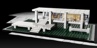 Mies van der Rohe's Fansworth House in Lego