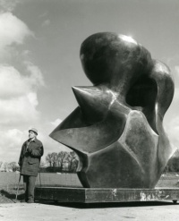 Henry Moore in 1977 with Large Spindle Piece, 1974