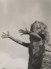 Claude Cahun 1894-1954, I Extend My Arms 1931 or 1932